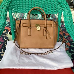 Michael Kors Large Hamilton Traveler in Tan